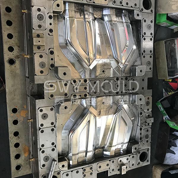 Moldeo por inyección de luz trasera de plástico automático