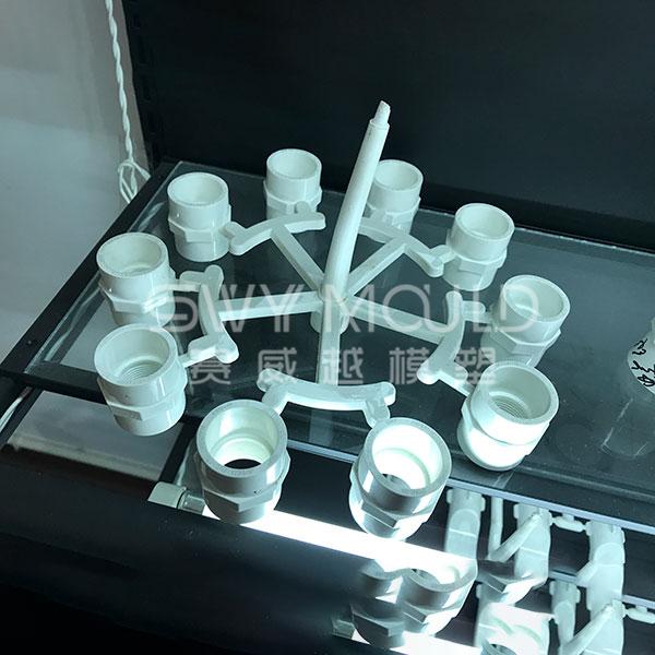 Molde de plástico para tubería de suministro de agua