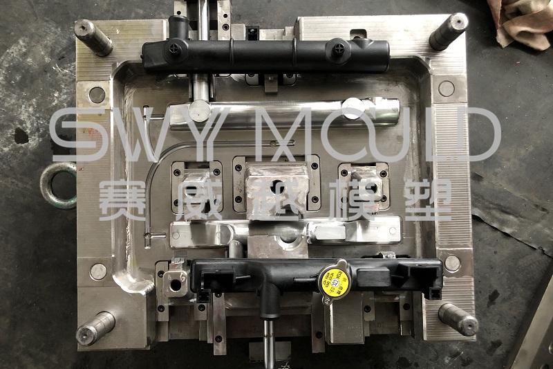 Molde de plástico para tanque de radiador automático
