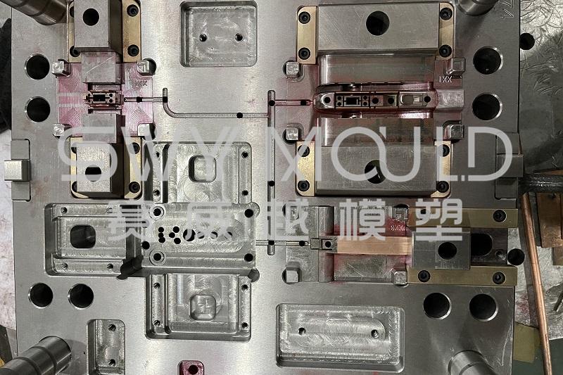Molde de plástico de muestra de pieza de limpiaparabrisas automático enviada al cliente
