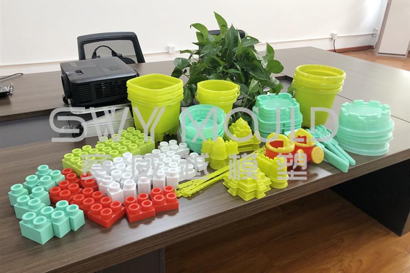 Muestras de plástico de moldes de inyección de juguetes para niños que se envían a Macedonia